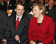 Вице-премьер Сергей Нарышкин и федеральный канцлер Германии Ангела Меркель на выставке CeBIT.  Германия, 2007 год