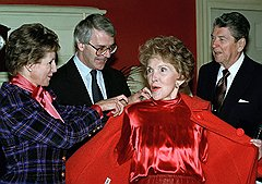 Рональд и Нэнси Рейган на встрече с Джоном и Нормой Мейджор.  Великобритания, 1992 год