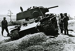 Из-за ненадежных двигателей советские тяжелые танки оказывались легкой добычей противника