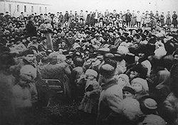 Многотысячные собрания и сходы осетин требовали незамедлительного превращения трех Осетий (Северная, Южная и Моздокская) в одну