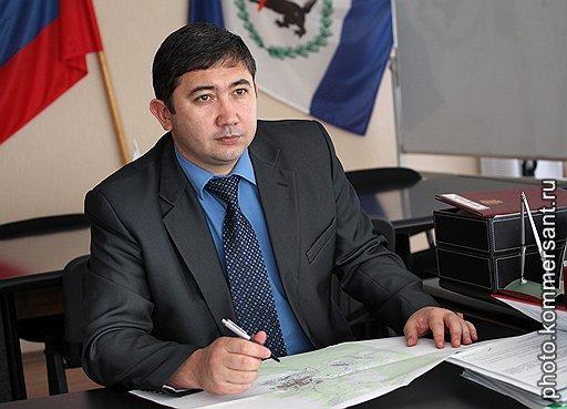 Мэр Братска Константин Климов отчаянно ищет подозреваемых, не гнушаясь ни политической оппозицией, ни заводскими рабочими