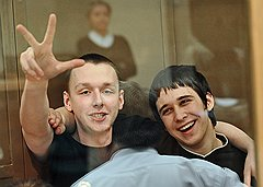 Виктор Апполонов, продавец книжного магазина, и Сергей Голубев, московский школьник