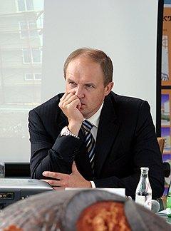 Сергей Давыдов (на фото) и Михаил Юревич уверены в том, что между результатами голосования и будущим финансированием вверенных им территорий существует прямая связь