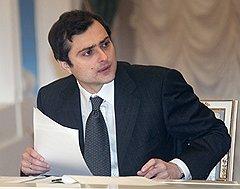Владислав Сурков начал свою политическую карьеру охранником у Ходорковского, а через несколько лет он напоминал несговорчивым депутатам о судьбе ЮКОСа