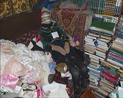 """Своих """"ростовых кукол"""" краевед Москвин рассаживал  перед телевизором, чтобы они могли посмотреть мультфильмы"""
