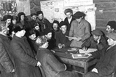 Даже после захвата мостов, вокзалов и телеграфа большевики годами не могли взять большинство в сельсоветах