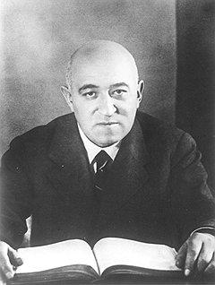 Недооценка учения Сталина о народных фронтах привела венгерских коммунистов во главе с Матиашом Ракоши к сокрушительному поражению на выборах 1945 года