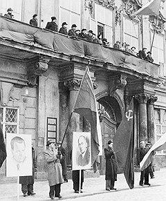 В 1948 году в ходе правительственного кризиса в Чехословакии победу одержал нерушимый союз коммунистов и сотрудников госбезопасности