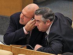 Депутаты Госдумы Аркадий Саркисян (слева) и Валентин Бобырев в зале заседаний. <B>2010 год</B>