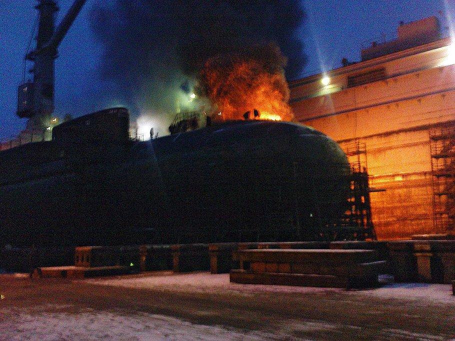 """Так выглядел """"Екатеринбург"""" через 15 минут после возгорания"""