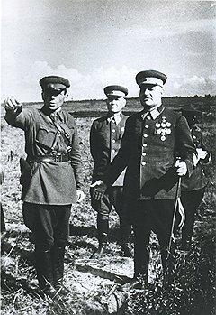 Попав в окружение, маршал Кулик без колебаний сменил мундир с иголочки и трость на колхозные обноски