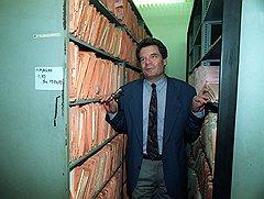 """1992 год. Йоахим Гаук нашел неисчерпаемый источник политического вдохновения в архивах """"Штази"""""""