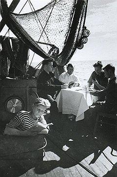 В отличие от других рыболовецких баз (на фото), на калининградской выпивка на отдыхе не только не запрещалась, но и поощрялась