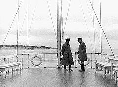 Сталин (на фото — с Ворошиловым) и его окружение готовы были идти на стесняющие страну обязательства, чтобы попасть на просторы мировой политики