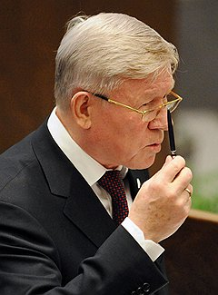 Владимир Поповкин получил высочайшее одобрение на перетряску хозяйства Анатолия Перминова (на фото вверху)