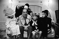"""Бергмановская эстетика долгие десятилетия (на фото """"Фанни и Александр"""", 1982) опиралась на метафору острова как заброшенного пространства, окруженного пустотой"""
