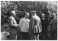 Решая проблему создания атомной бомбы, Сталин в Потсдаме создал проблему Западного Берлина