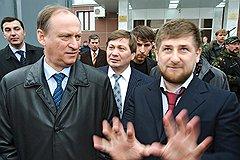 Ловкость рук. Директор ФСБ Николай Патрушев и президент Чечни Рамзан Кадыров. Грозный, 2007 год