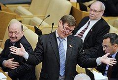 Партийное приветствие. Депутат Госдумы Анатолий Локоть. Москва, 2012 год