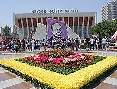 Покойный президент Гейдар Алиев уже много лет служит символом светского государства Азербайджан