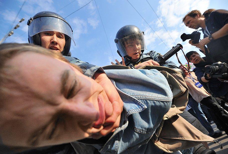 """С """"Маршем миллионов"""" разбирались по-володински: проведя альтернативный митинг и отразив опасность революции применением силы"""