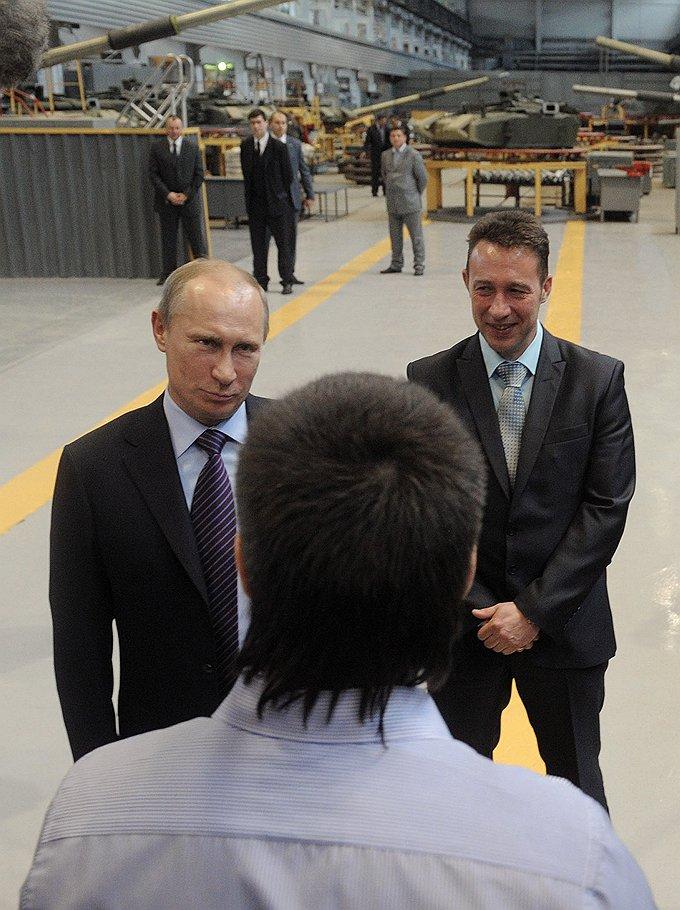 Владимир Путин (слева) высоко оценил готовность Игоря Холманских (справа) разгонять оппозиционные митинги