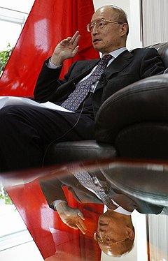 Во главе банка развития ШОС тов. Чэнь Юань (на фото) сможет купить для Китая немного Средней Азии