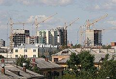 В строительной стагнации города екатеринбуржцы обвиняют предпринимателей-оккупантов из Москвы: купленные ими объекты не развиваются, в то время как новые проекты возводятся в основном местными девелоперами
