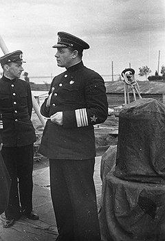 Предлагая удар по восточному врагу, адмирал Кузнецов не предполагал, что его сорвет мощный удар западного