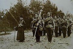 Заботами Николая I казенной прислугой на законных основаниях обзавелись все, кто имел отношение к армии,— от полковых священников до зубных врачей