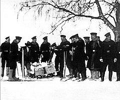 Обязанность доставлять пищу всем подчиненным своего офицера приносила денщикам немало хлопот на войне и в походах