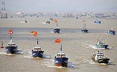 На защиту пяти скал в Восточно-Китайском море Пекин отправил рыболовецкую флотилию