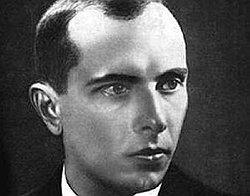 """""""Кто такой Бандера? Он был агентом гитлеровской разведки, потом английской, итальянской и ряда других, ведет развратный образ жизни, жадный к деньгам"""""""