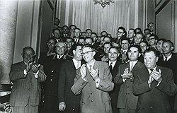 """""""Это указание товарища Хрущева (крайний слева),— сказал Кириченко (на переднем плане — крайний справа),— должно быть положено в основу работы по подбору и расстановке руководящих кадров"""""""