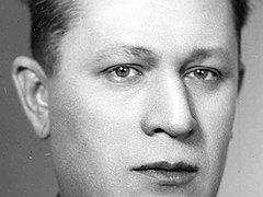 Благодаря заместителю наркома по кадрам Борису Обручникову хронический нарушитель социалистической законности Иванов еще долго оставался кадровым чекистом