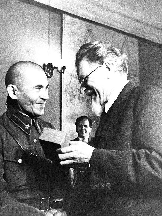 За липовые дела, созданные подчиненными, нарком Николай Ежов получал настоящие награды
