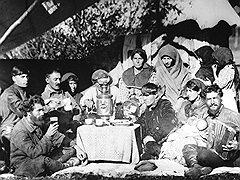 Силой воображения капитан госбезопасности Иванов создал национальную цыганскую шпионскую организацию, членов которой потом отправил на расстрел по-настоящему