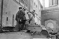 С человеком такой физической силы, как Власик (на фото — за Сталиным), Сталину была не нужна броня