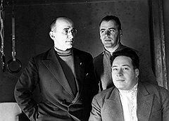 Берия, Меркулов и Кобулов (на фото — слева направо) благодаря Власику из настоящих руководителей госбезопасности в момент стали бывшими