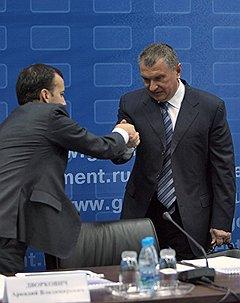Аркадий Дворкович (слева) дружит с Игорем Сечиным на прочной топливно-энергетической основе