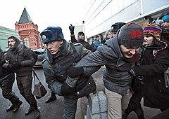 Разлившись по Москве прошлой зимой, к лету протест претерпел противоположную эволюцию