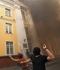 Долматов бежал в Нидерланды, где в 2010 году уже укрылся один из участников нападения на администрацию Химок