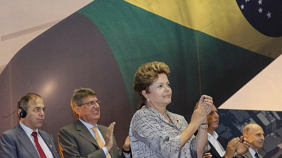 Бразилия и ее президент Дилма Руссефф (третья слева) надеются проложить путь к мировому признанию на новой атомной подводной лодке