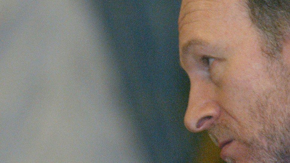 Александр Волошин (справа), руководивший АП в 1999-2003 годах, стал неформальным руководителем предвыборного штаба Владимира Путина (слева)