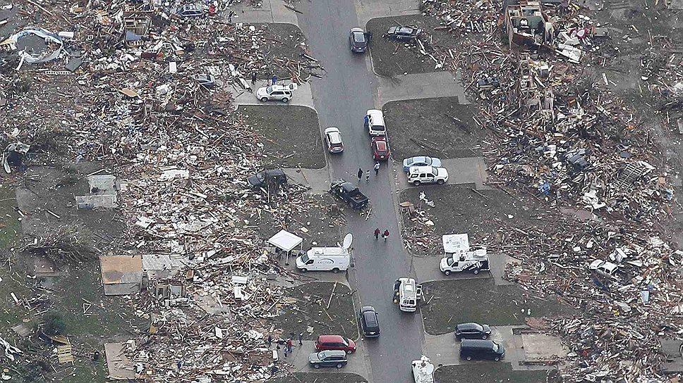 21 мая над городом Мур в штате Оклахома пронесся разрушительный ураган, уничтоживший целые кварталы и унесший жизни 24 человек