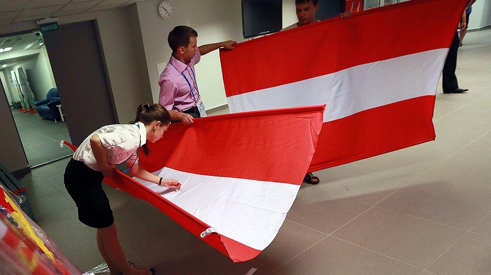 Заботы об идентификации волонтерами флагов стран и произношении иностранных фамилий возложили на бывшего главу президентского протокола