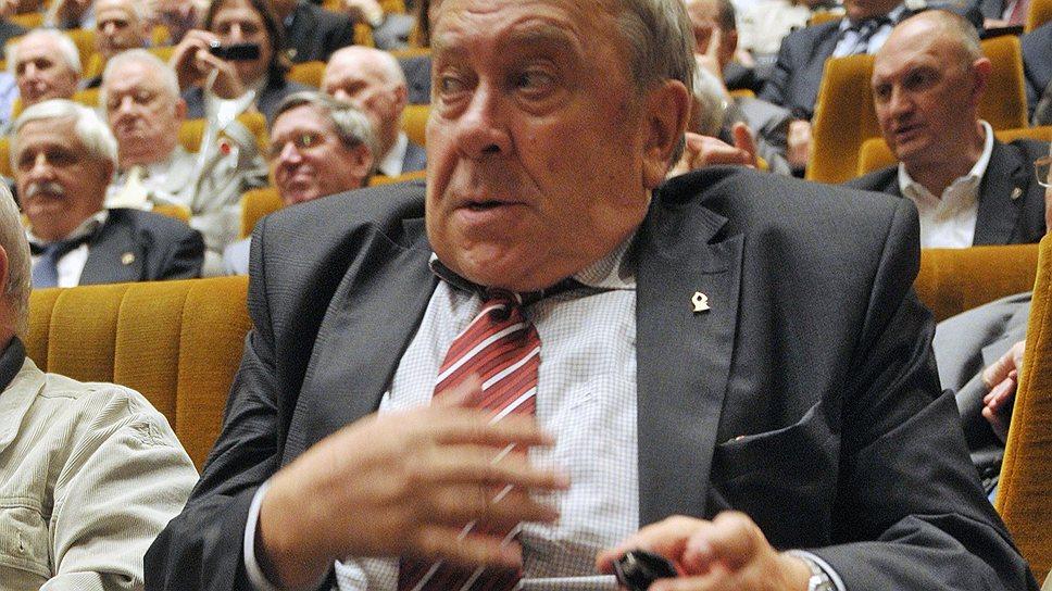 Новый глава РАН Владимир Фортов полагал, что до осени у него есть время придумать план реформы академии