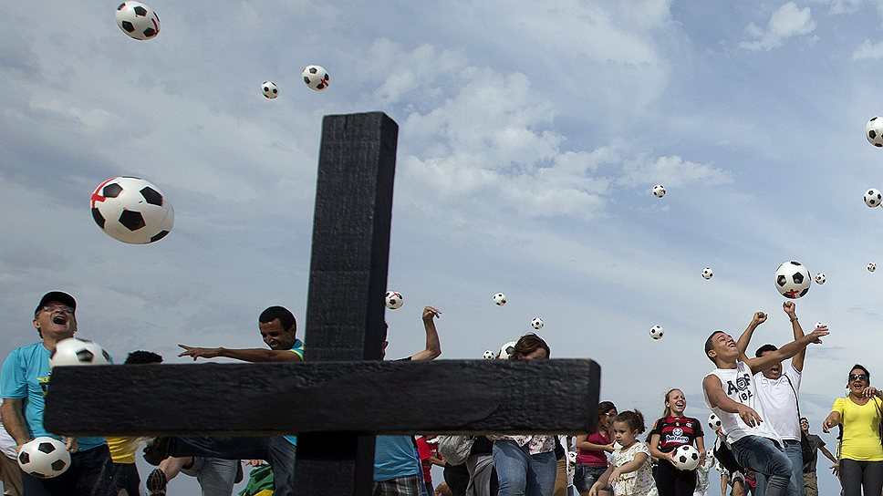 Чрезмерное, по мнению граждан, увлечение Бразилии спортом будет стоить ей $25 млрд в ближайшие три года