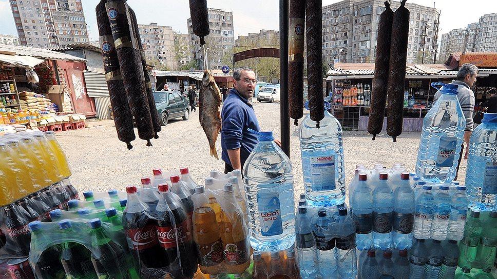 В Тбилиси надеются сделать абхазский и осетинский рынки немного более грузинскими (на фото)
