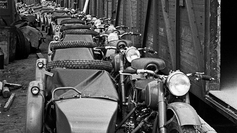 """Мотоциклы """"Урал"""" при себестоимости 471руб. продавались в розницу за 1250руб."""